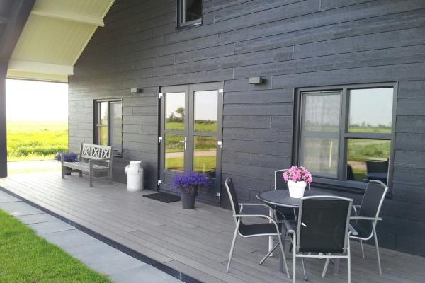 veranda-3D1958545-2191-E8B2-126C-8A02D4489F7E.jpg